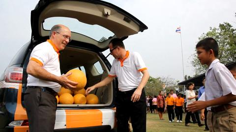 Chevrolet-Brings-Smiles-to-Schoolchildren-in-Chonburi-Thailand-with-Donation-of-Virtually-Indestructible-One-World-Futbols